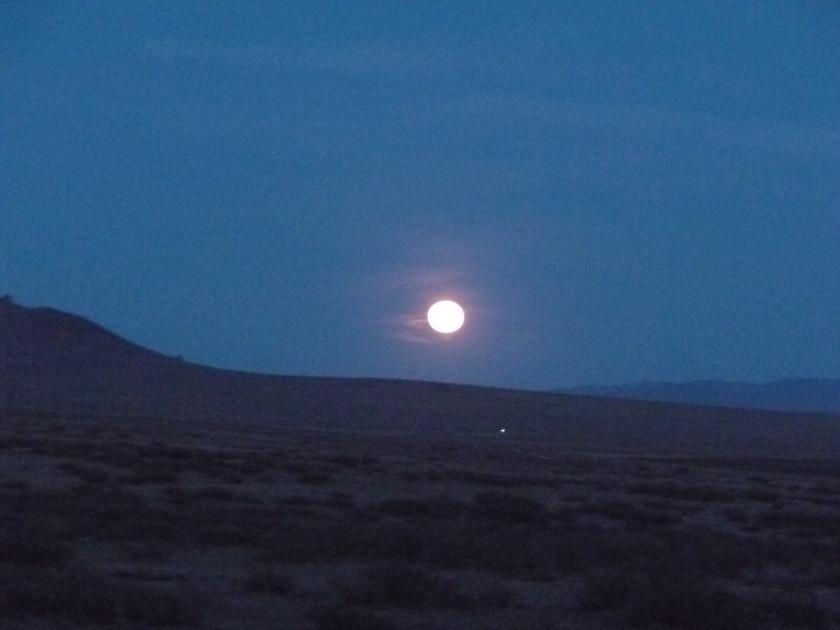 Mongolia_VersPetitGobi-lune