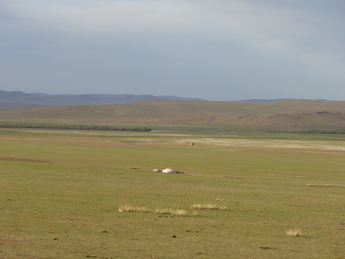 Mongolia_ChezTumuruu-lesyourtes.JPG