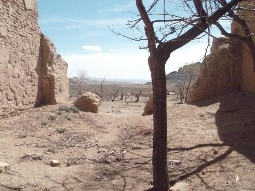 Mongolia_DrômeCaillouteuse-ruine